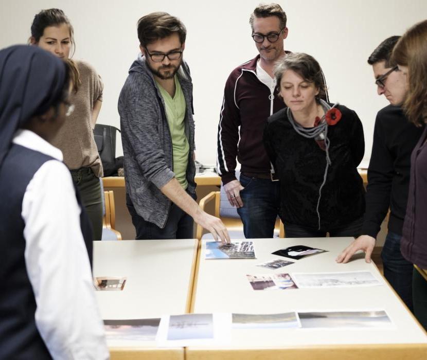 Teilnehmer*innen des Workshops Perspektiven:Wechsel beim Mapping der Bilder